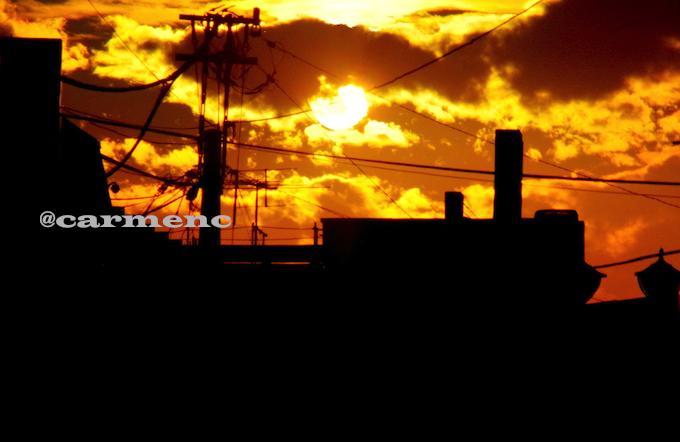 夕日のシルエットの町