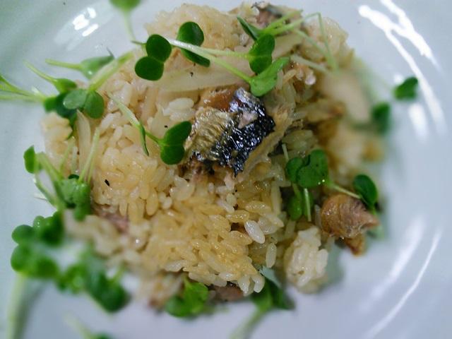 焼秋刀魚と牛蒡の炊き込みご飯