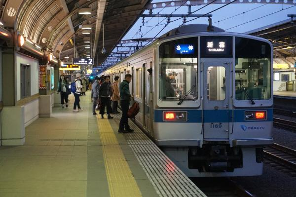 2015-11-26 小田急1069F 各停新宿行き