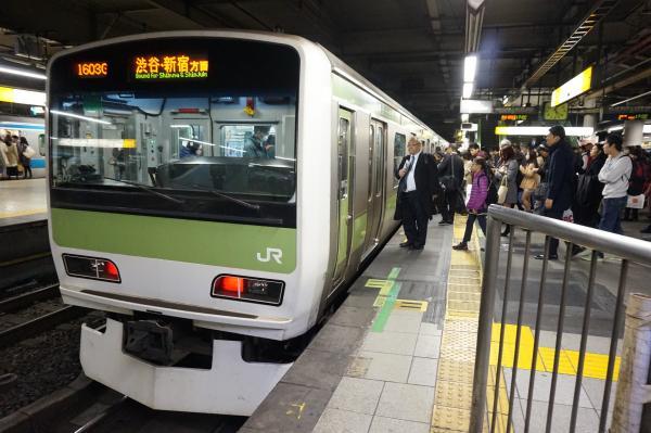 2015-12-04 山手線E231系トウ507編成 渋谷・新宿方面行き