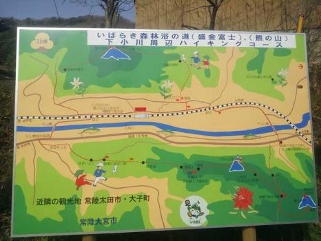 駅前のハイキングコース案内板