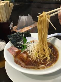 醤油SOBAの麺アップ