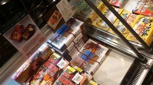 東京駅駅弁屋祭にて関根屋あきたこまちの紅鮭幕の内3