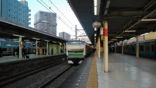 東神奈川駅ホーム、日栄軒にて天玉そば1