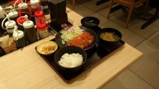 松乃家、チーズトマトささみかつ定食4