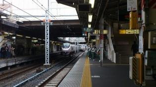 上野駅10番線大江戸そばじゃこ入りわさび菜天そば1