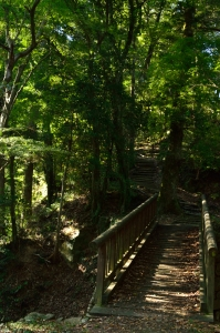 土橋と最後の上り坂