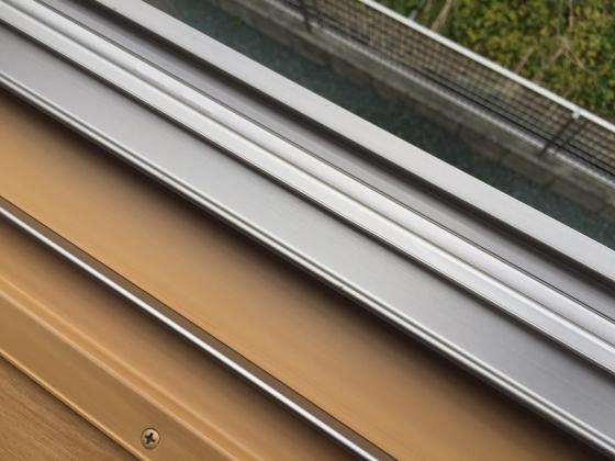 20151124004_窓のサッシ