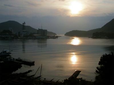 夕暮れの西郷湾