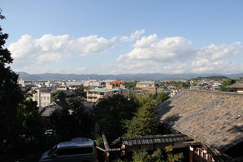 粟田神社からから見える平安神宮_H25.10.12撮影