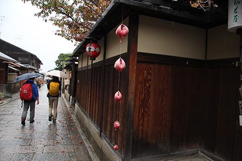 雨のくくり猿_H27.11.08撮影