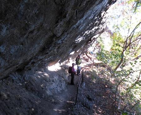 043大岩の下
