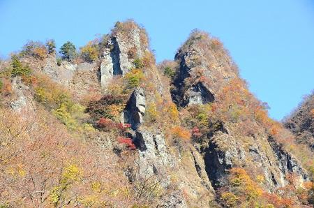 083岩岩