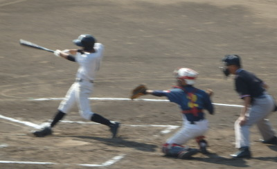 PA2411551回表鶴城1死二、三塁から4番の中犠飛で1点先制