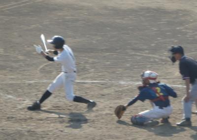 PA241216鶴城6回表1死二、三塁から4番が2点右前打を放ち6対4と勝ち越す
