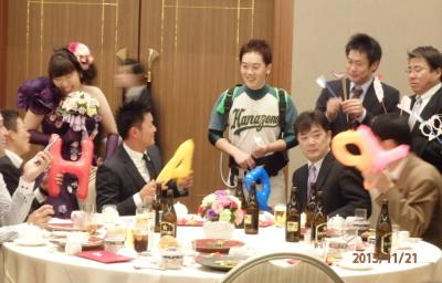 PB211601和泉選手が背にしているのはビールサーバー