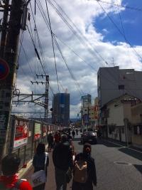 16.3.12 球場への道
