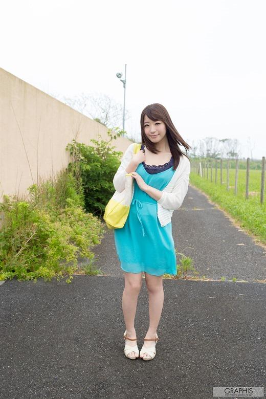 初美沙希 01