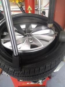 シロッコ タイヤ 交換風景