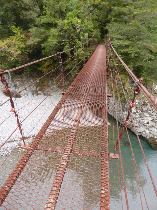 南川の吊橋2f