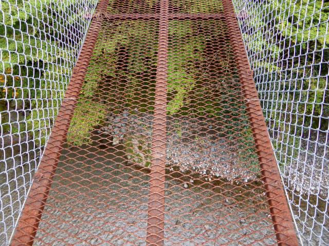 南川の吊橋4c