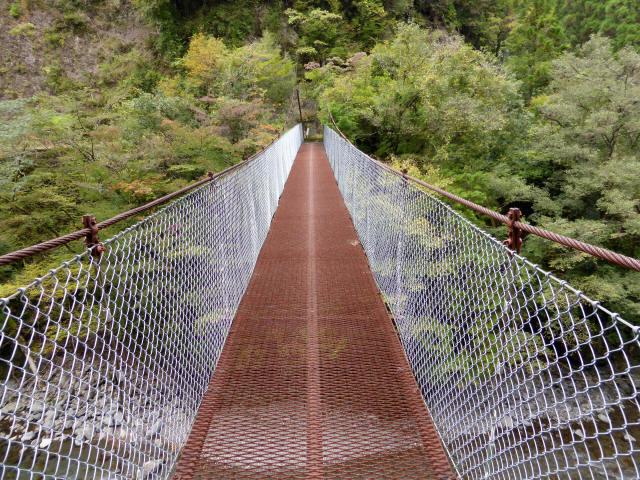 南川の吊橋4f