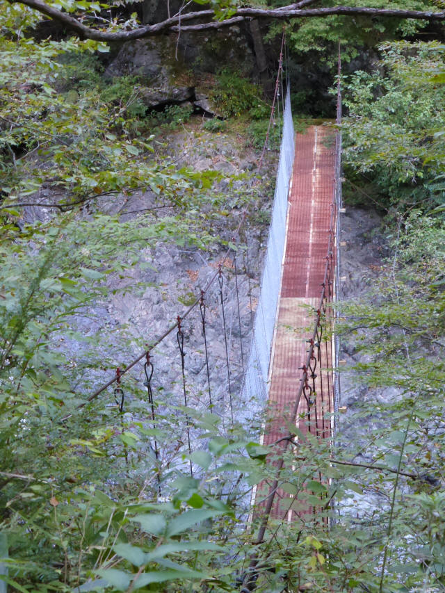 にくぶち滝の吊橋1