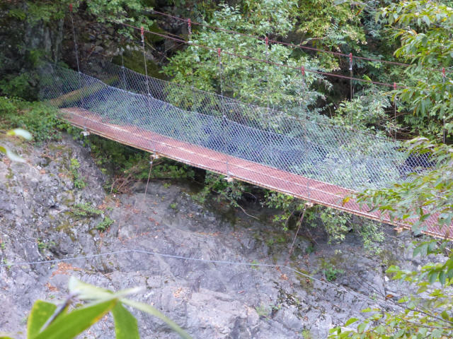 にくぶち滝の吊橋2