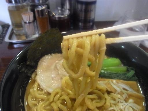ウエーブした太麺