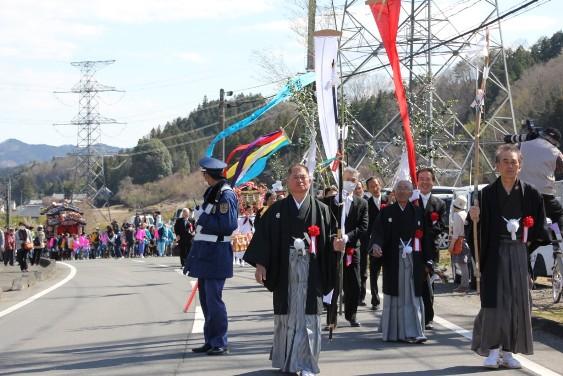 真弓神社の屋台行列