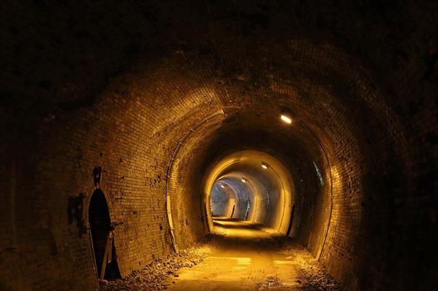 トンネルの壁もレンガ