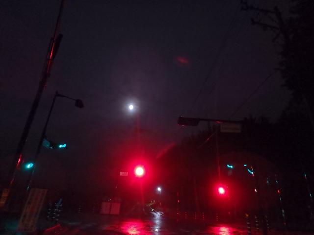 20151125雨だけど月もあって (6)
