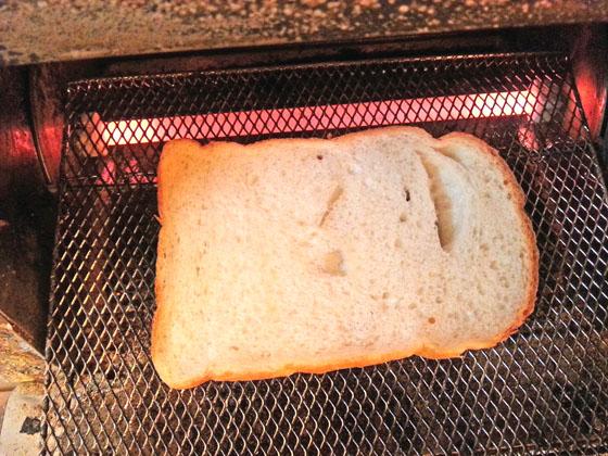 穴あき食パン
