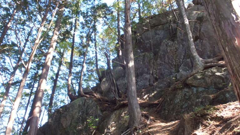 大きな岩に登る