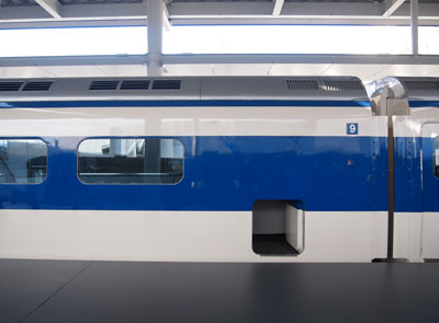 kyoto_shinkansen_0_series_emergency_exitjpg.jpg