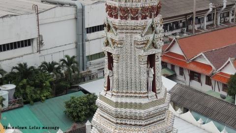 Wat Arun (暁の寺院)