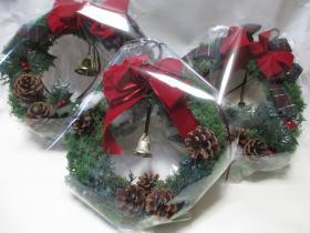 クリスマスリース袋詰め