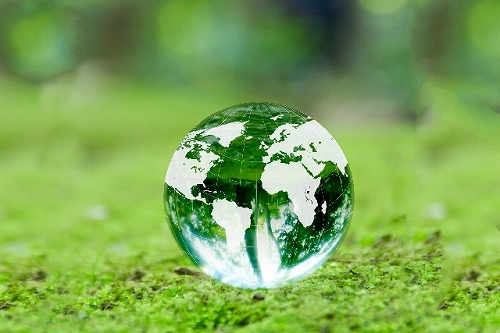 環境 新緑と地球儀