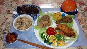 晩御飯 魚のフライ 南京マカロニサラダ タタキ イカ大根 炊き込みご飯