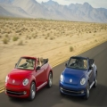 赤い車と青い車