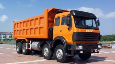 オレンジ色のトラック