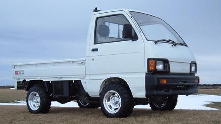 草原の軽トラック