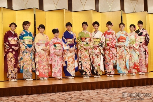 武井咲、剛力彩芽らオスカー美女11人が華やか晴れ着で豪華集結!2