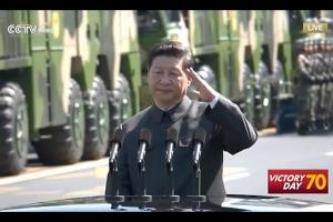 習近平 軍事パレード 左手