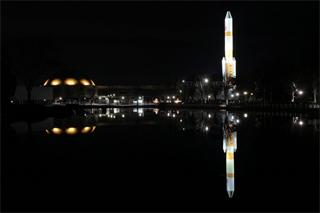 ロケットの夜景