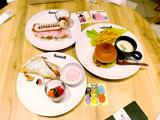 テーブル02@Cafe BARBAPAPA