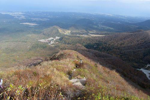 夏山登山道を見下ろす