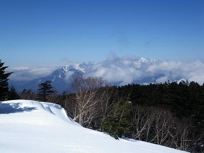 穂高は半分雲
