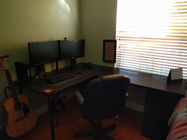 PC_Desk_MultiDisplay64_85.jpg