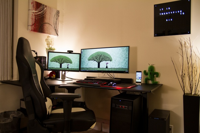 PC_Desk_UltlaWideMonitor09_09.jpg